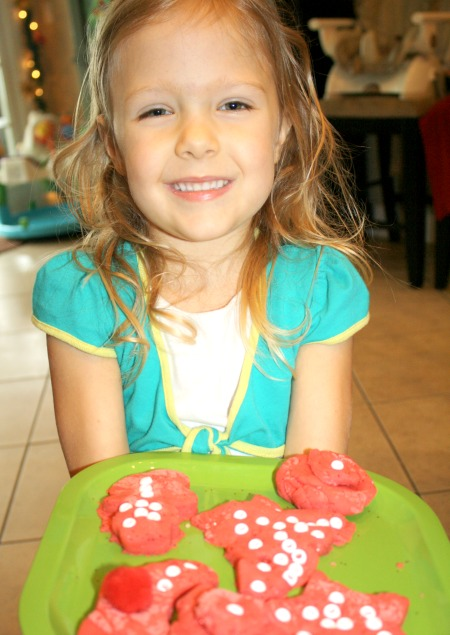Simple recipe for peppermint playdough and sensory play