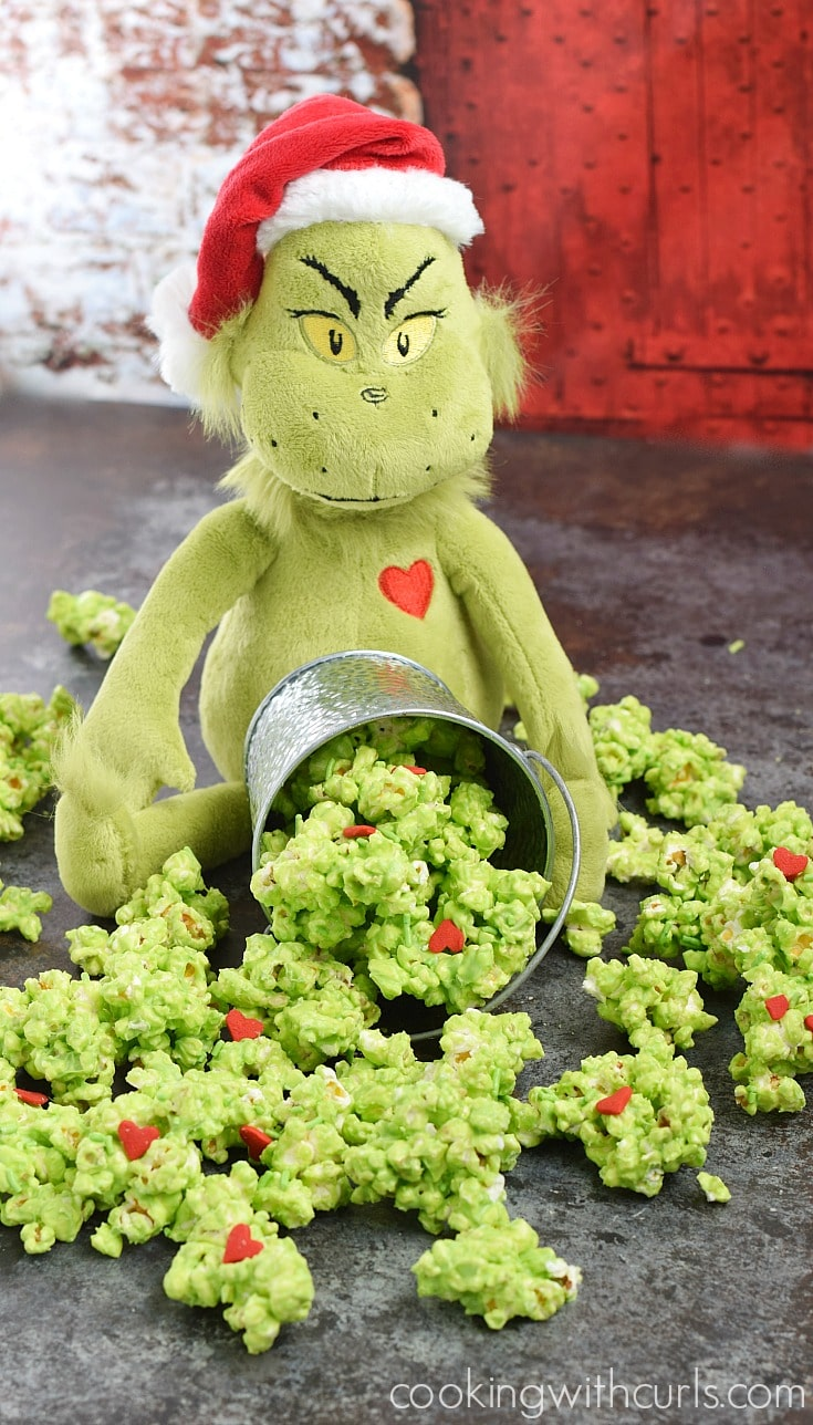 this-grinch-popcorn-is-so-delicious-that-you-might-find-it-hard-to-share-cookingwithcurls-com_