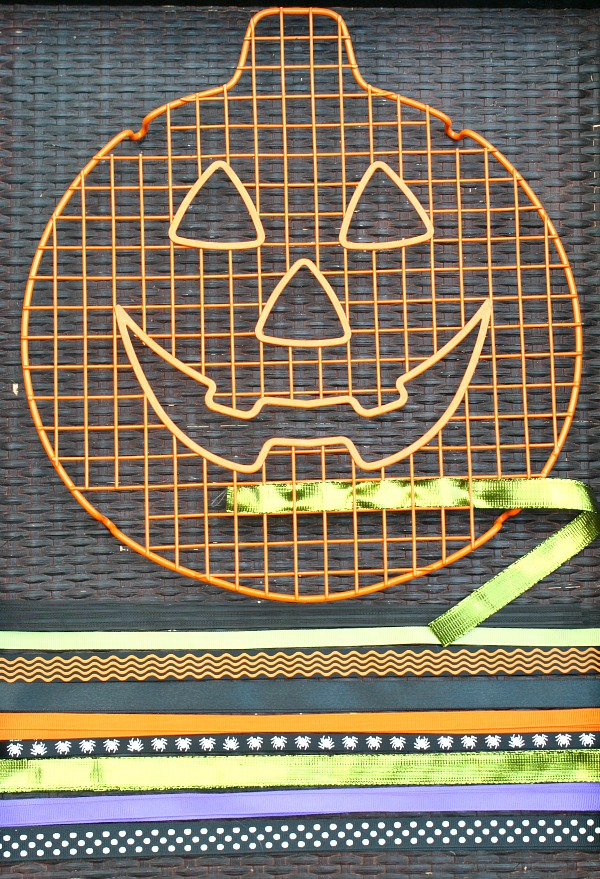Halloween Invitation to Play~Jack-o-lantern weaving. Combine Halloween ribbon with any cooling rack to create a similar invitation for your little ones.