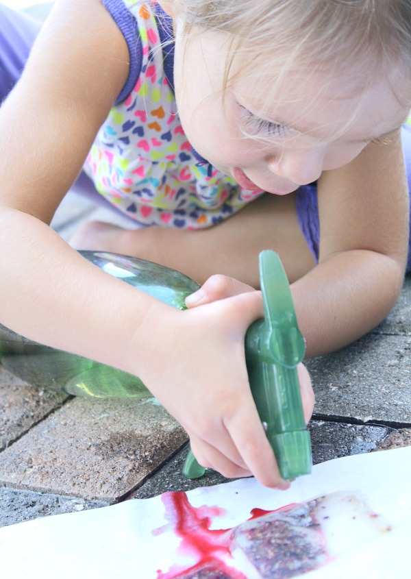 Toddler Messy Play-Painting with Tea Bags
