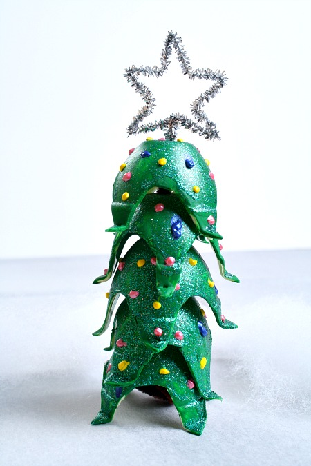 Egg carton christmas tree craft for Christmas decorations using egg cartons