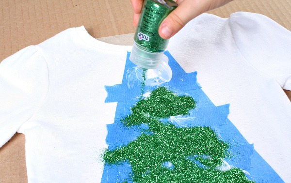 Easy Glitter Christmas Tree Shirt Tutorial #tulipholidaysparkle