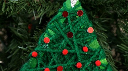 Easy Yarn Wrapped Christmas Tree Ornament Craft for Kids