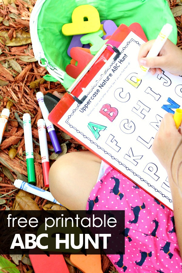 Nature ABC Hunt Free Printable Alphabet Scavenger Hunt for Preschoolers and Kindergarteners #preschool #kindergaren #freeprintable