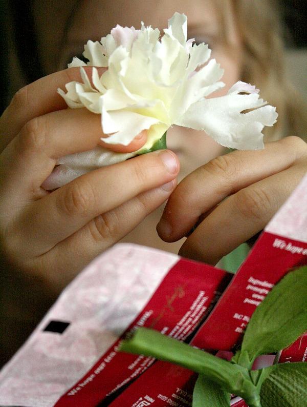 Assembling Flower Craft