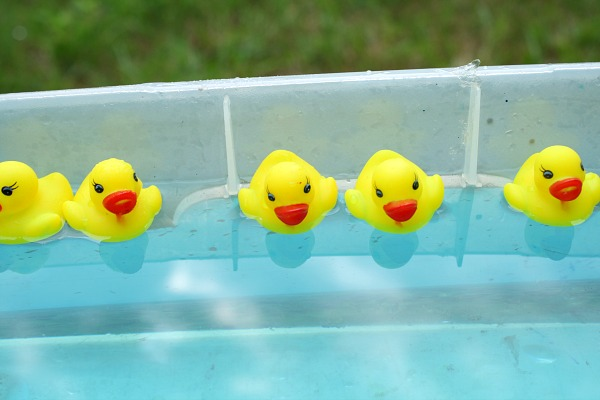 Duck race fine motor sensory play fantastic fun learning ready set go duck race water play fandeluxe Image collections