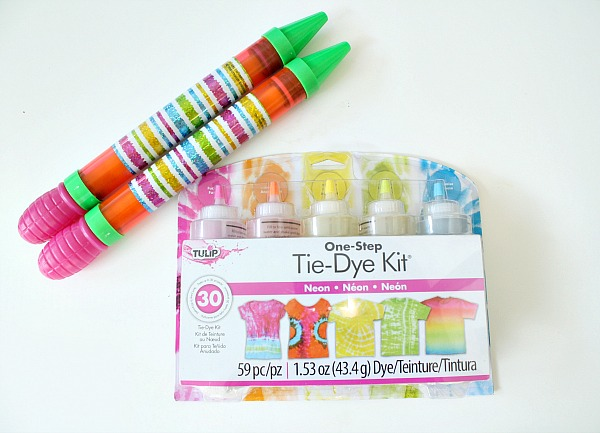Water Shooter Painting Supplies with Tulip One-Step Tie-Dye Kit