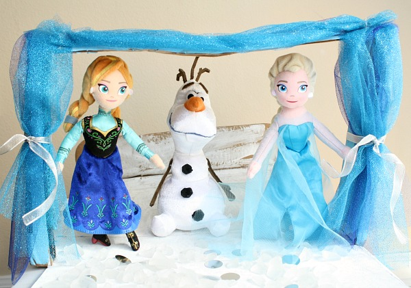 FROZEN Sing-Along Pretend Play Theater