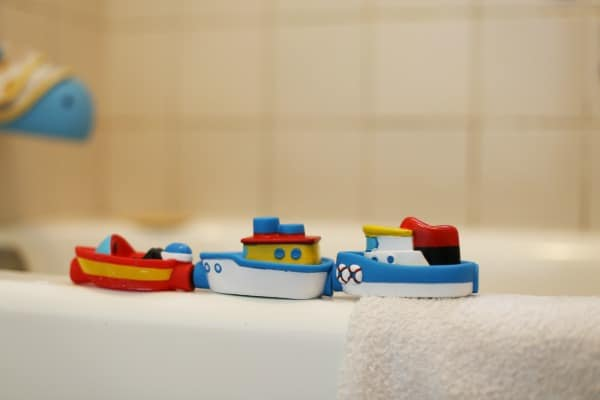 best bath toys -magnetic boats