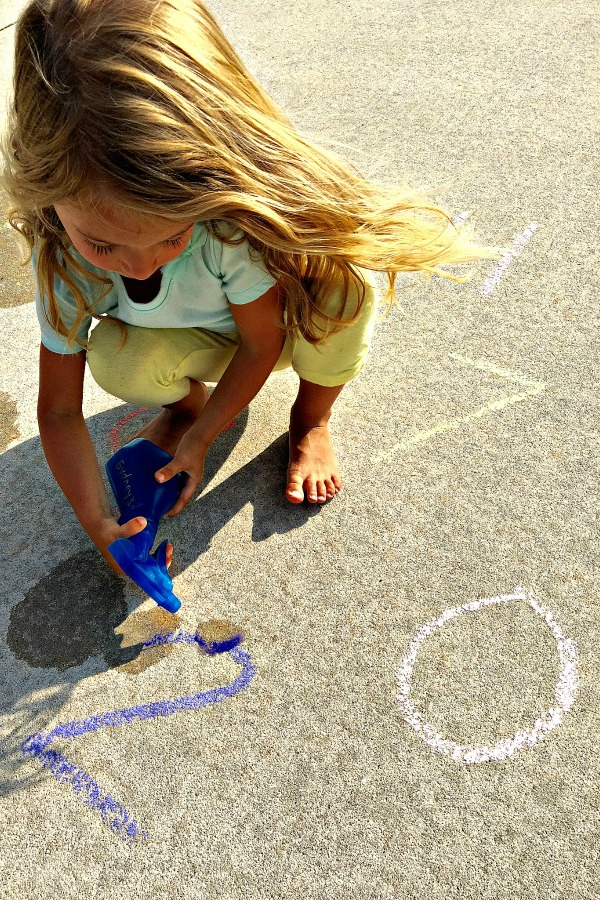 Listen and Spray Counting Game-fun outdoor math activity for preschoolers using sidewalk chalk