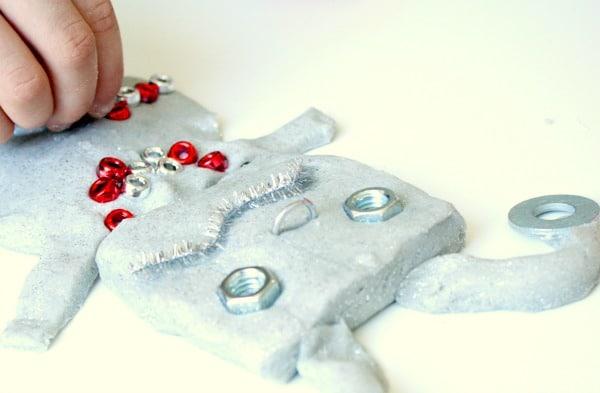 robot-play-dough-creation