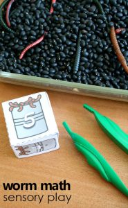 worm math sensory play with free printable number cubes. Perfect for preschool worm theme!