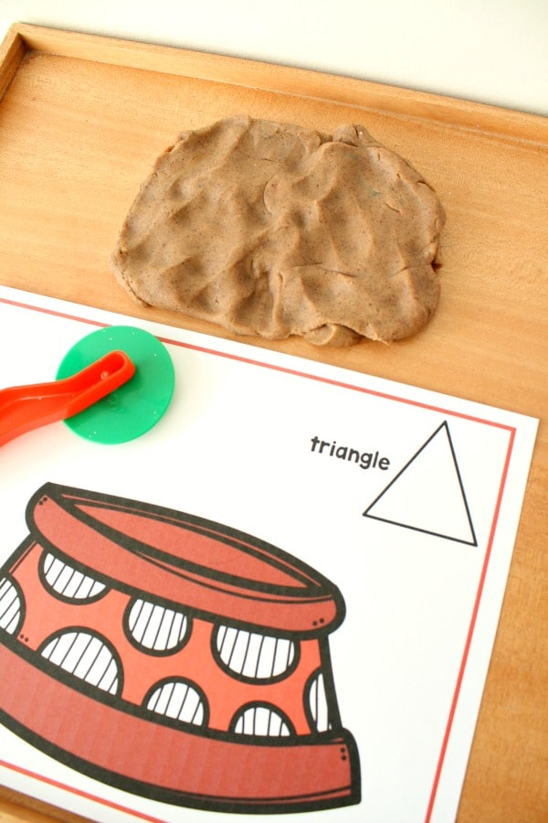 2D Shape Sorting Preschool Math for Pet Theme #preschool #playdough #freeprintable