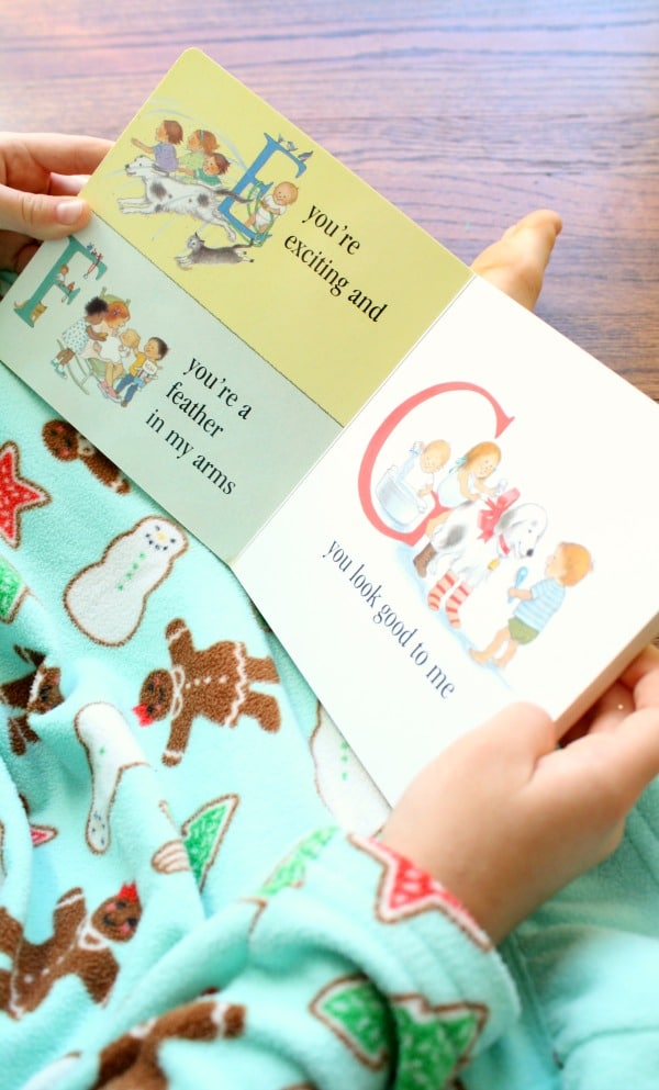 Using ABC Books to Teach the Alphabet and More to Babies, Toddlers, Preschoolers and Kindergarteners. Great tips! #abc #alphabet