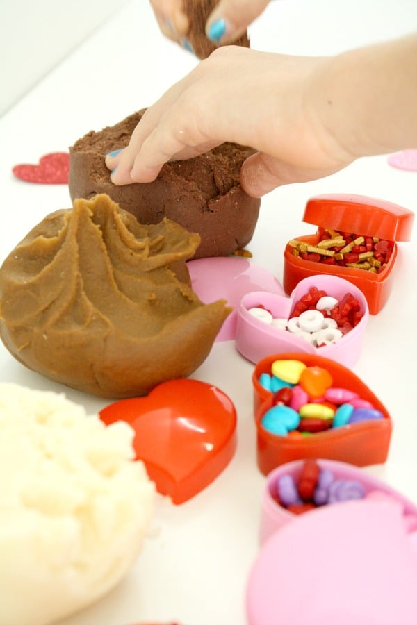 Valentine's Day Play Dough Sensory Activity-Make play dough chocolates #valetinesday #sensoryplay