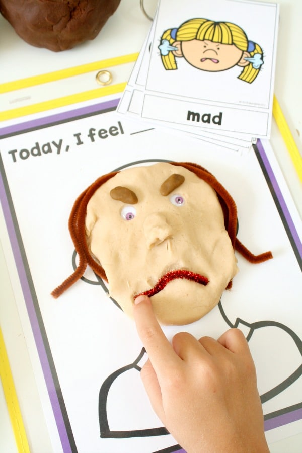 Today I Feel Emotions Mats Free Printable for Preschool and Kindergarten Feelings Activities #freebie #preschool #kindergarten