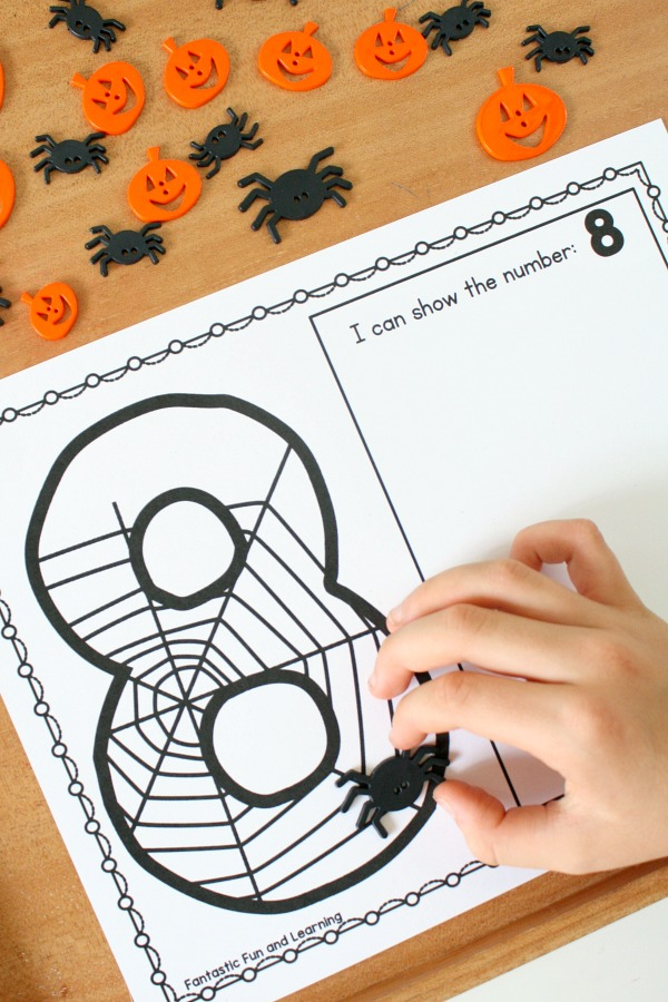 Free printable Halloween theme spider counting activity