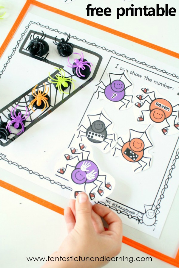 Free printable Halloween theme spider counting activity-Play Dough Mats #preschool #spider #halloween #freebie