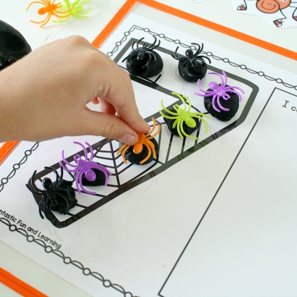 Spider Play Dough Mats-Halloween Counting Numbers Games