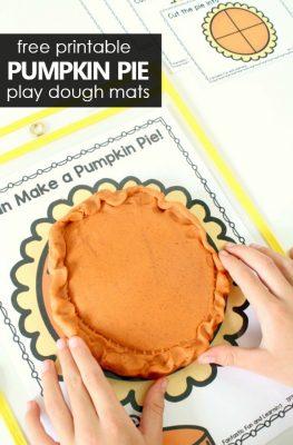 Free Printable Pumpkin Pie Play Dough Mats with Fractions #preschool #kindergarten #playdough #freeprintable