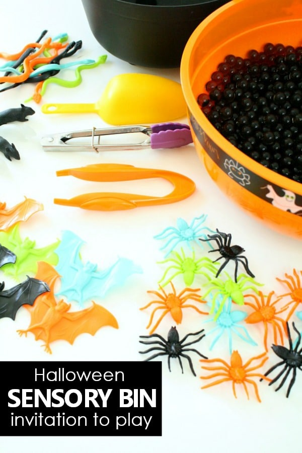 Halloween Sensory Bin Invitation to Play. Halloween activity for toddlers and preschoolers #Halloween #toddler #preschool #sensory