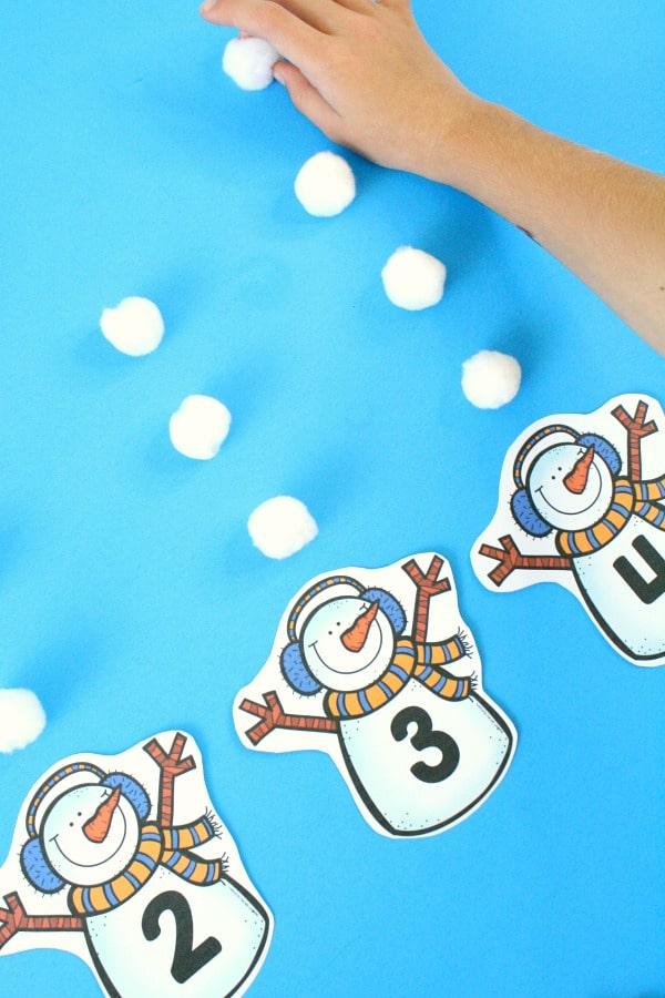 Snowman Counting Freebie for Preschool Math Centers