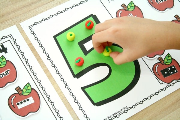 Using apple math manipulatives-Preschool Apple Theme Math