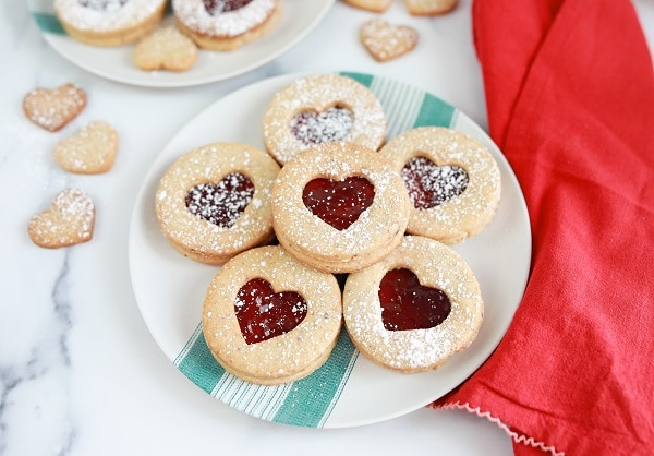 Easy linzer cookies recipe to bake with kids for Christmas Around the World Project